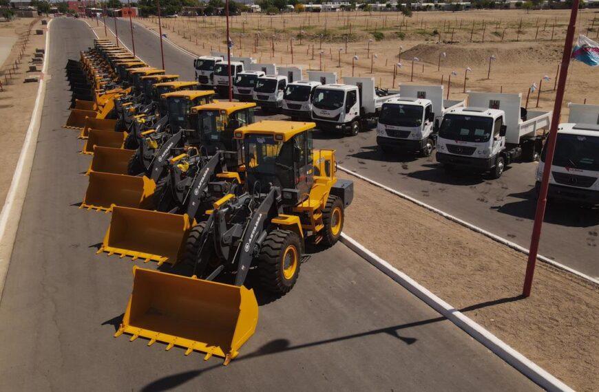 El gobierno provincial entregó maquinaria y camiones por $1.100 millones a todos los municipios