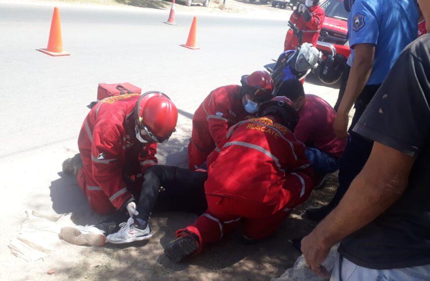 Piden ayuda para encontrar a un conductor que chocó a una moto y escapó