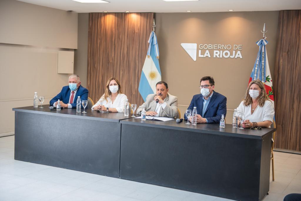 Quintela anunció un bono de $12 mil en tres cuotas para los empleados públicos