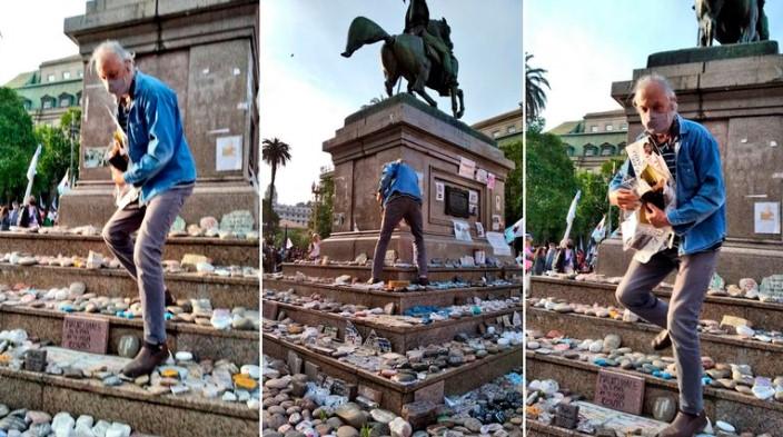 Vandalizaron el memorial que recuerda a los muertos por COVID-19 durante la marcha del Día de la Lealtad: pisaron las piedras y arrancaron las fotos